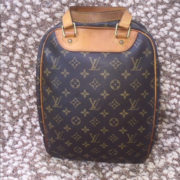 d01e381439d7 Louis Vuitton Handbags - Authentic vintage Louis Vuitton excursion bag